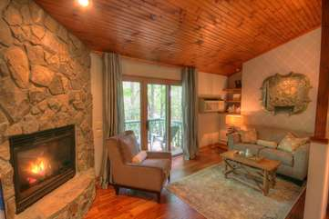 Pow Wow Cottage Elegant Living Room with Comfy Furniture