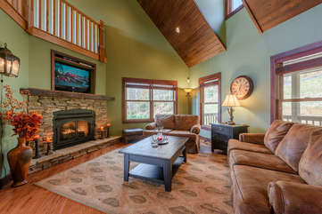 Summit Creek Cozy Living Room with Gas Log Fireplace