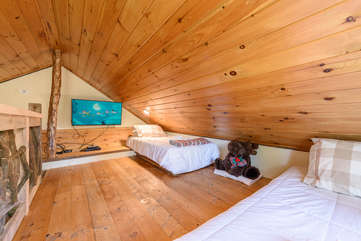 Sleeping Loft with 42-inch HDTV