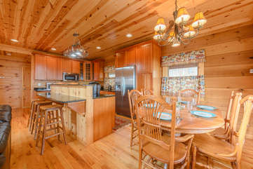 Dining Table and Central Kitchen Island Seat up to 9 Guests!