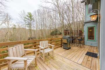 Main Level Deck with Outdoor Dining and Gas Grill