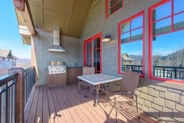 Private Deck with Outdoor Dining