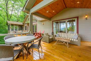 Linville Ridge Retreat deck with covered outdoor living area, screened hot tub porch, outdoor dining, views of Grandfather Mountain
