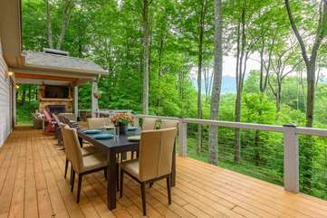 Spacious deck with outdoor dining, views of Grandfather Mountain