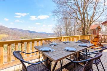 Outdoor dining with beautiful view at Majestic View
