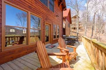 Majestic View porch with outdoor dining, hot tub