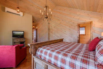 Majestic View master bedroom with TV, private bathroom