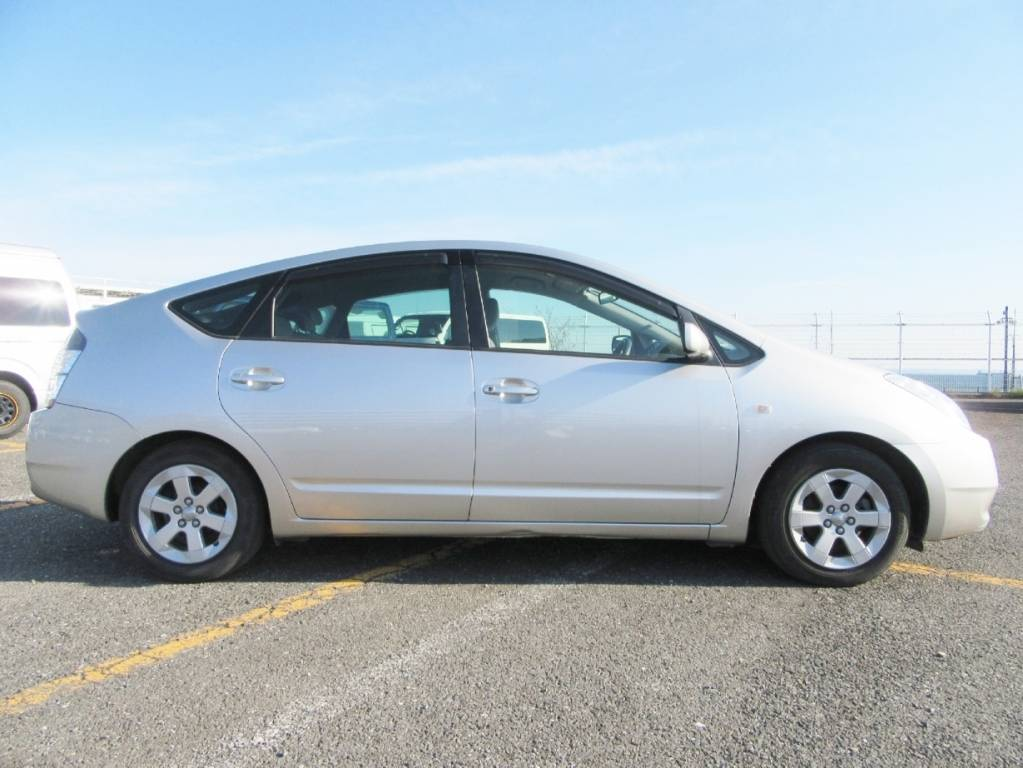 Used 2005 AT Toyota Prius NHW20 Image[5]