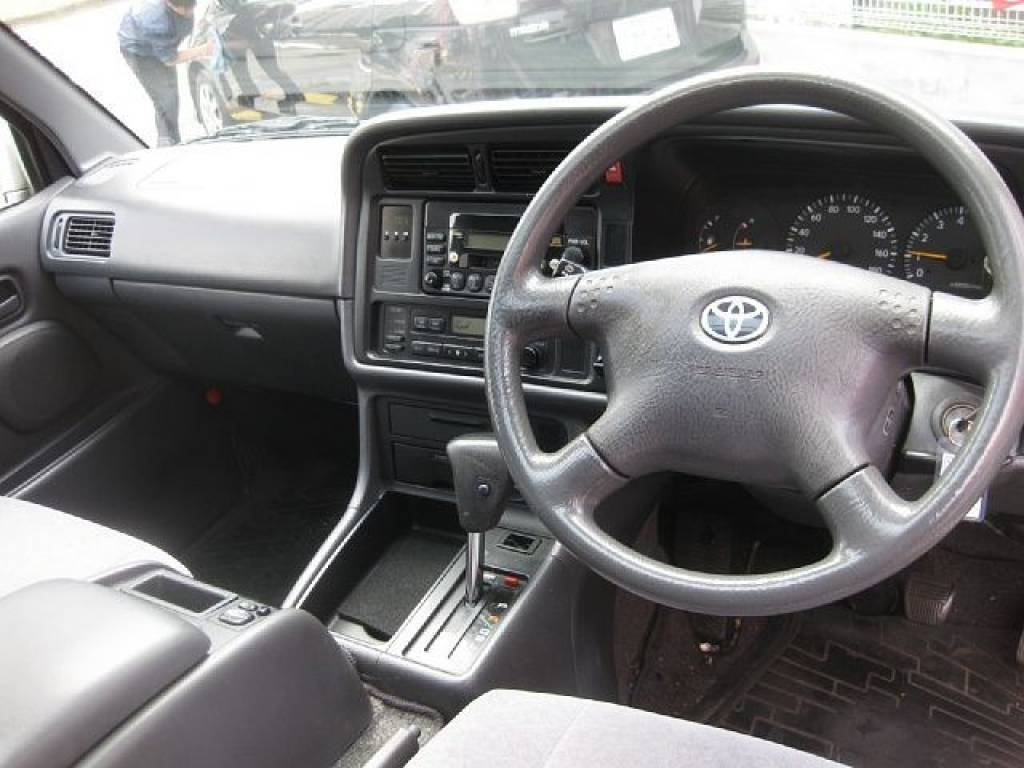 Used 2001 AT Toyota Hiace Van GF-RZH101G Image[1]