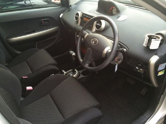 Used 2004 AT Toyota IST CBA-NCP60 Image[1]