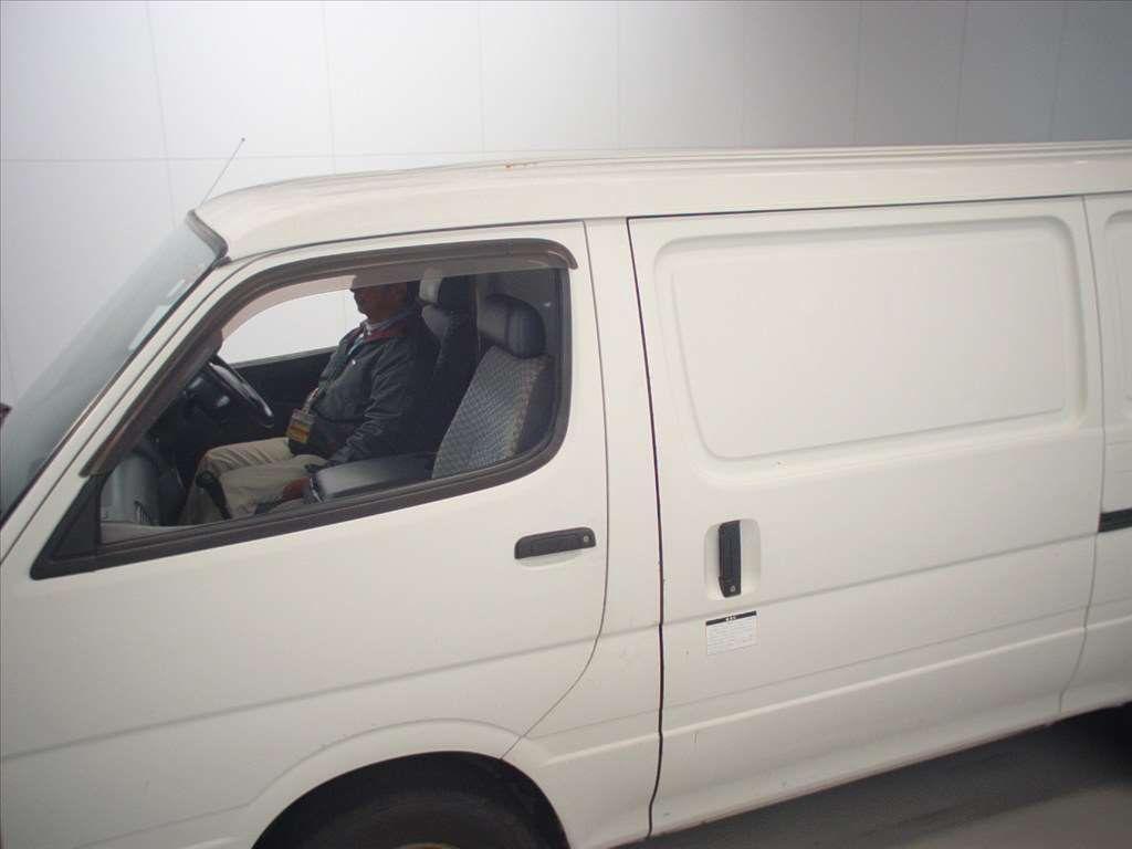 Used 2003 AT Toyota Hiace Van TRH112V Image[3]