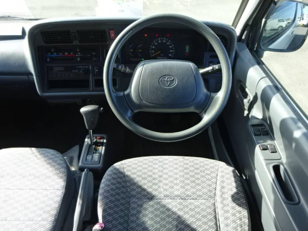Used 2004 AT Toyota Hiace Commuter TRH124B Image[24]