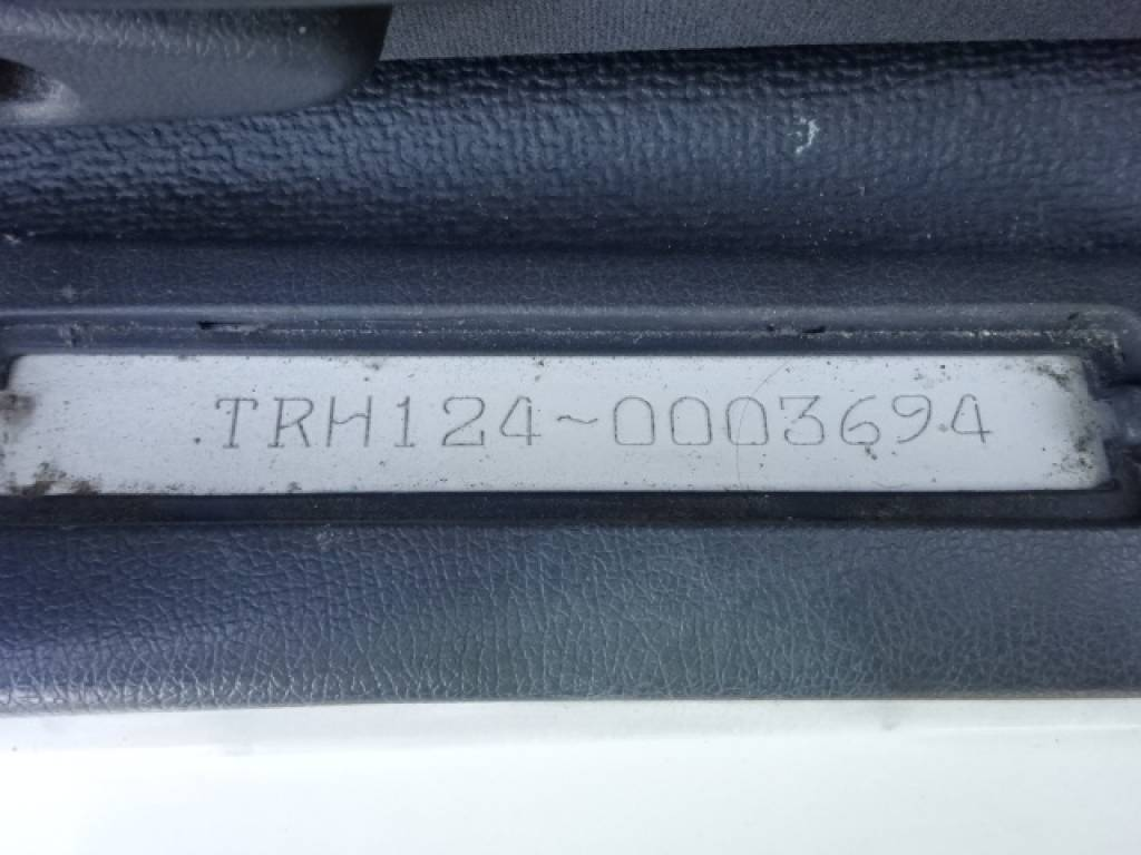 Used 2004 AT Toyota Hiace Commuter TRH124B Image[32]