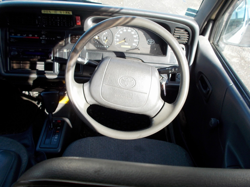 Used 2002 AT Toyota Hiace Van RZH112V Image[26]