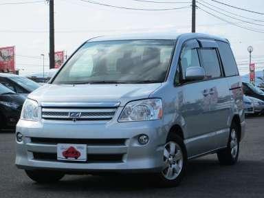 2004 CVT Toyota Noah CBA-AZR60G