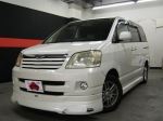 2004 AT Toyota Noah TA-AZR60G