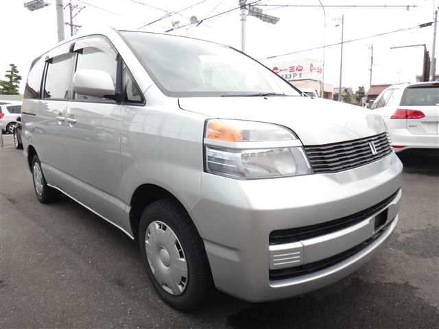 Used 2002 AT Toyota Voxy TA-AZR65G Image[0]