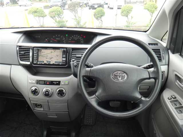 Used 2002 AT Toyota Voxy TA-AZR65G Image[13]