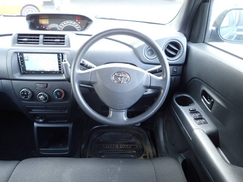 Used 2006 AT Toyota bB QNC20 Image[13]