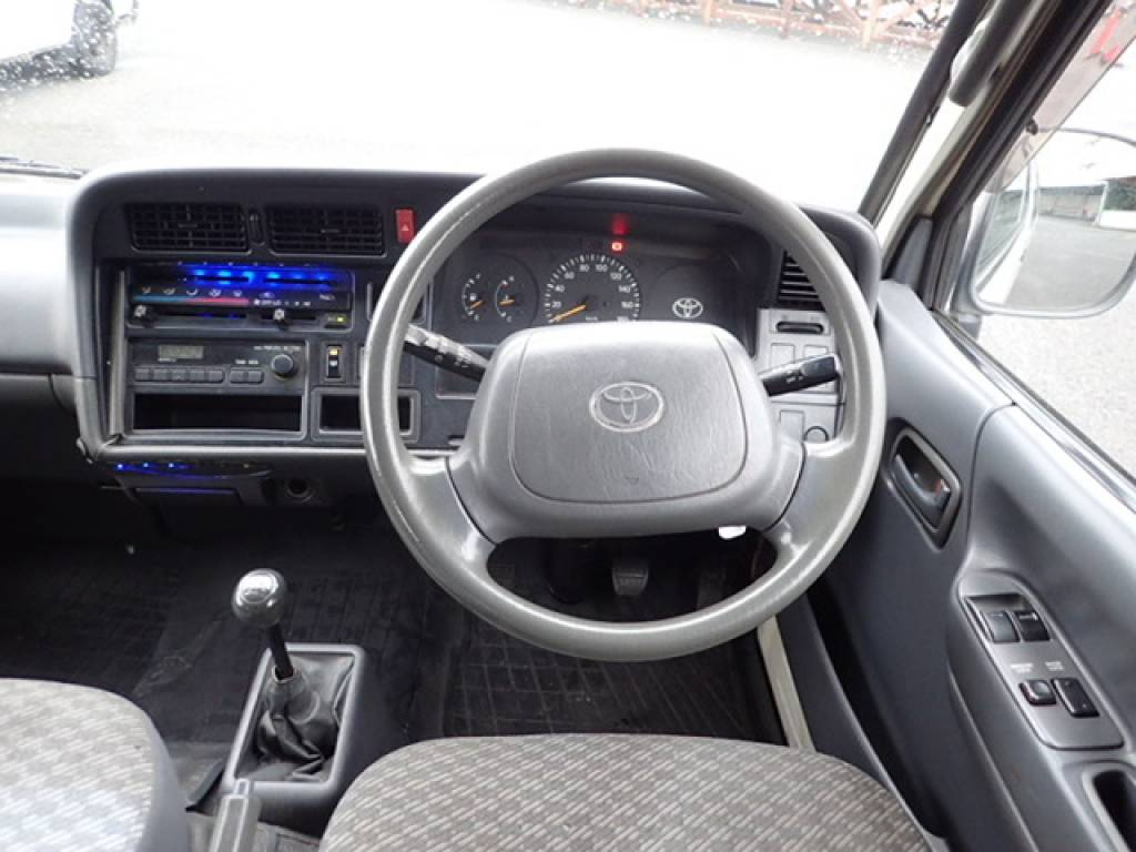 Used 2001 MT Toyota Hiace Van RZH112V Image[15]