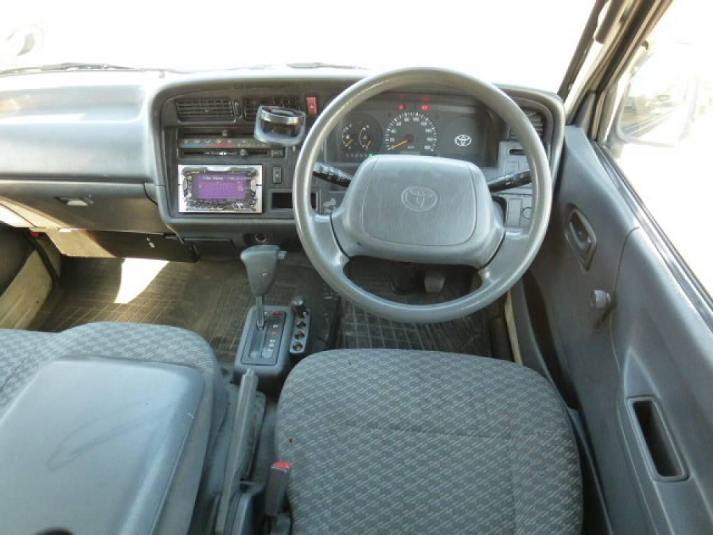 Used 2000 AT Toyota Hiace Van RZH112V Image[9]