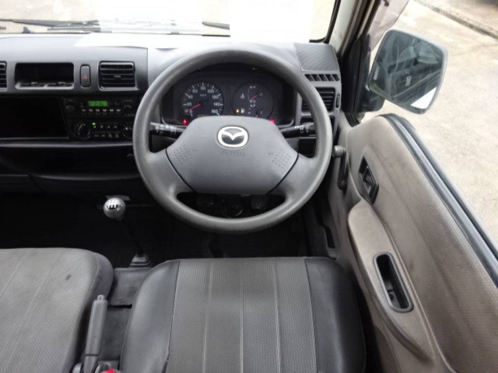 Used 2004 MT Mazda Bongo Van SK82V Image[11]