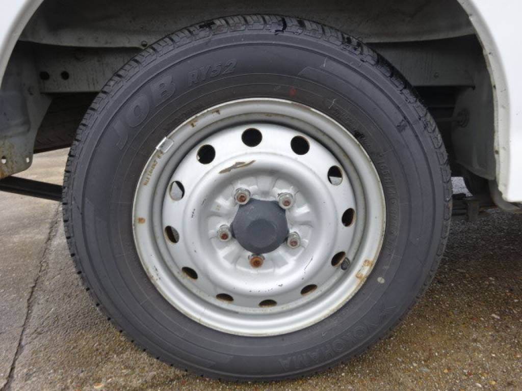 Used 2004 MT Mazda Bongo Van SK82V Image[18]