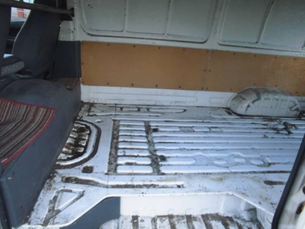 Used 2004 MT Toyota Hiace Van TRH112V Image[18]