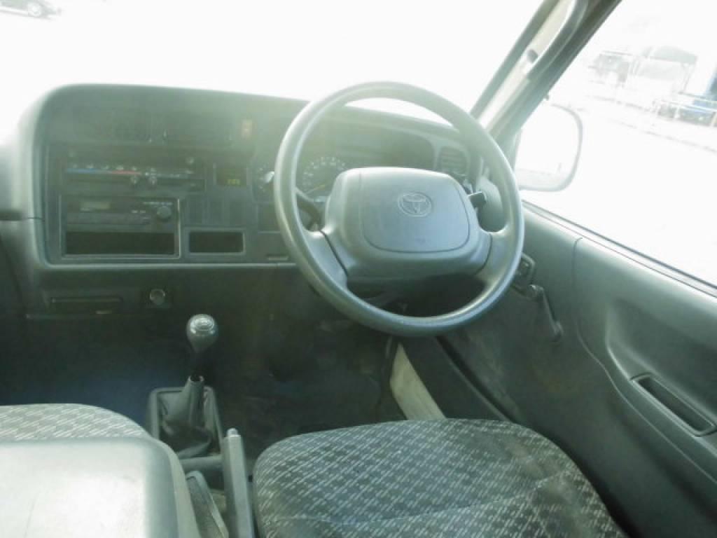 Used 2004 MT Toyota Hiace Van TRH112V Image[19]
