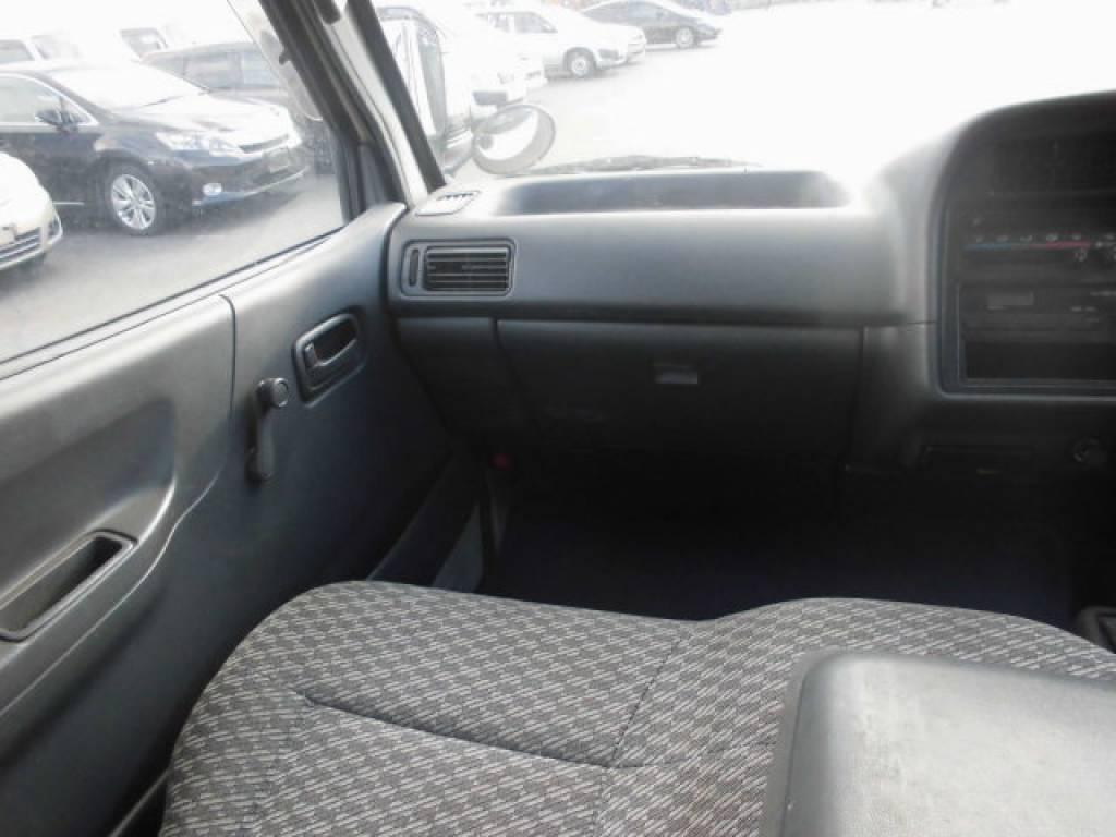 Used 2004 MT Toyota Hiace Van TRH112V Image[20]