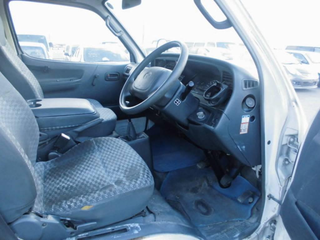 Used 2004 MT Toyota Hiace Van TRH112V Image[24]