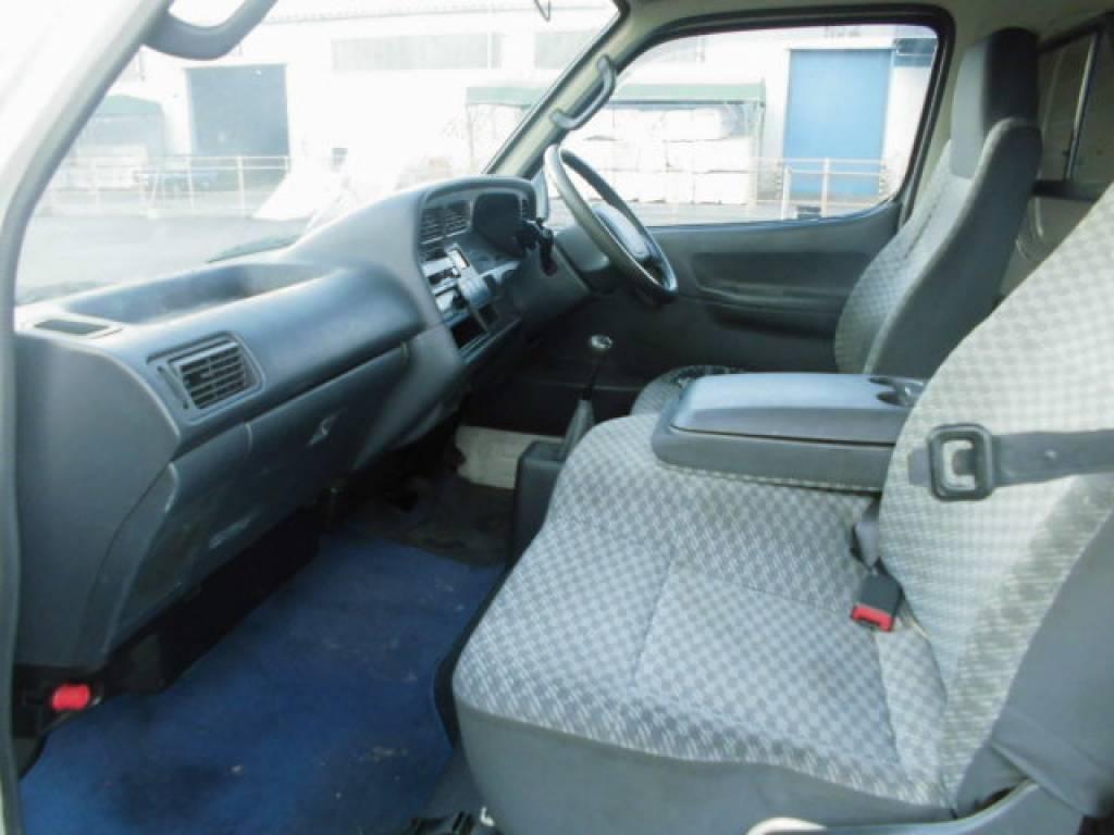 Used 2004 MT Toyota Hiace Van TRH112V Image[25]
