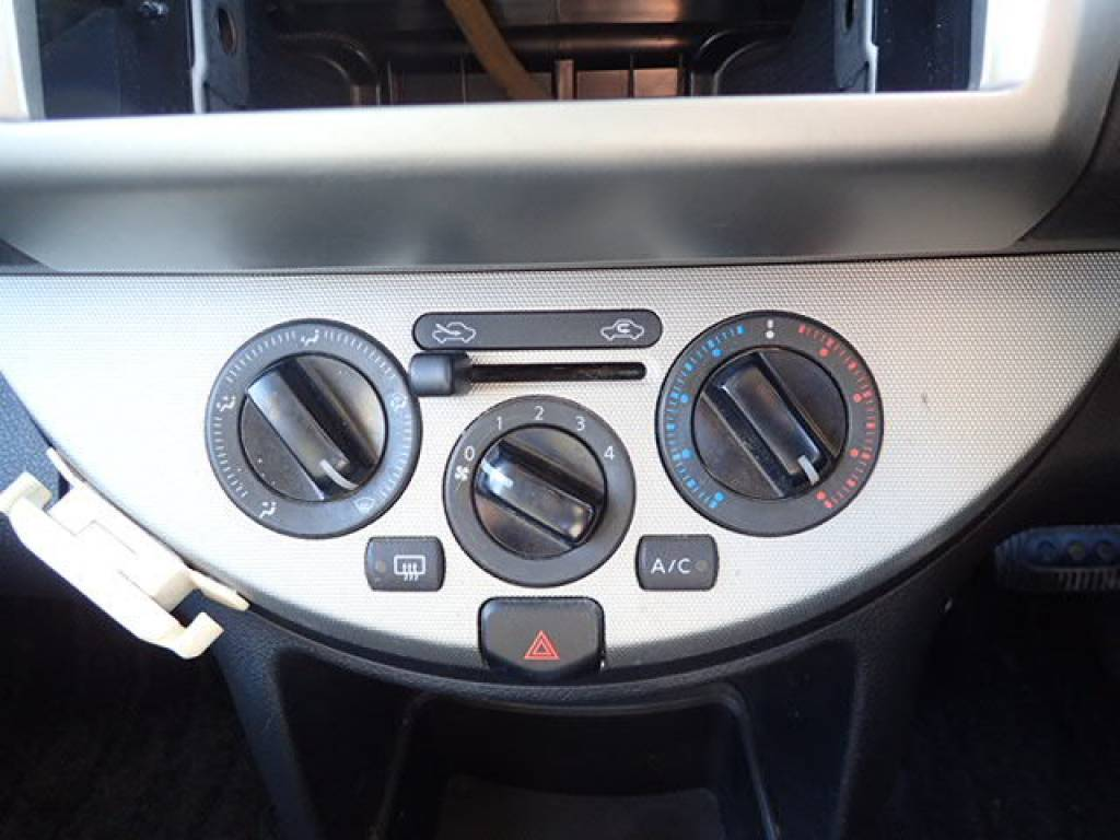 Used 2008 AT Nissan Note E11 Image[22]