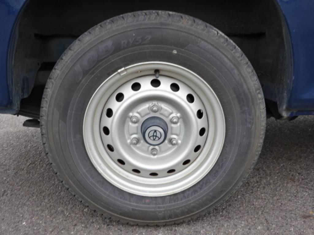 Used 2004 MT Toyota Hiace Van TRH112V Image[11]
