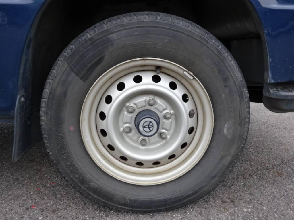 Used 2004 MT Toyota Hiace Van TRH112V Image[12]