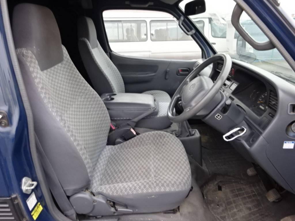 Used 2004 MT Toyota Hiace Van TRH112V Image[21]