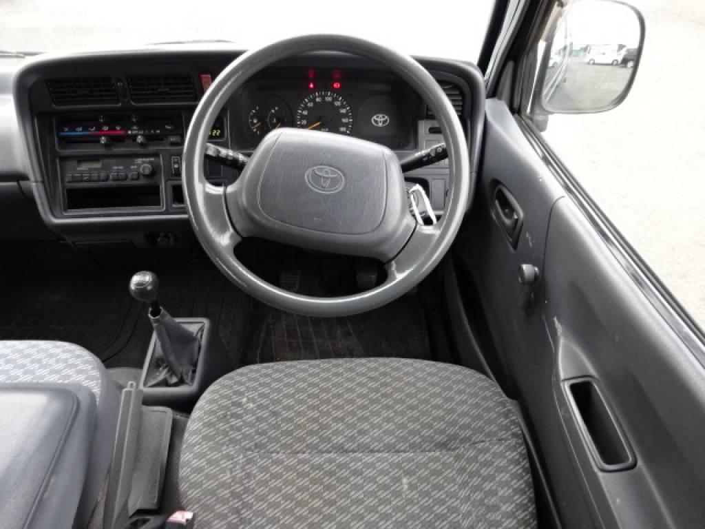 Used 2004 MT Toyota Hiace Van TRH112V Image[22]