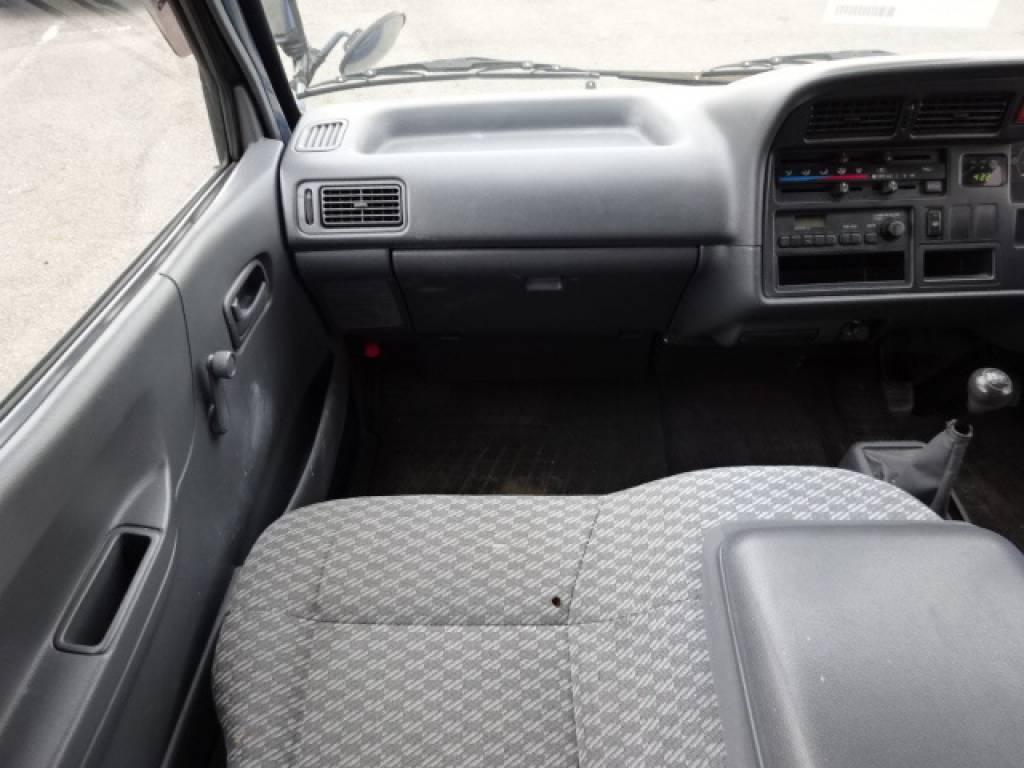 Used 2004 MT Toyota Hiace Van TRH112V Image[23]