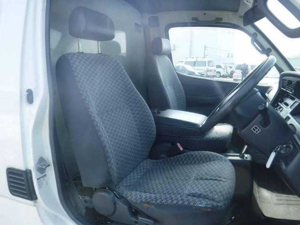 Used 2004 AT Toyota Hiace Van TRH112V Image[10]