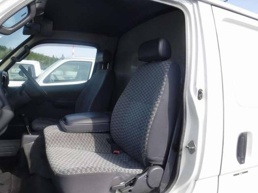 Used 2004 AT Toyota Hiace Van TRH112V Image[11]