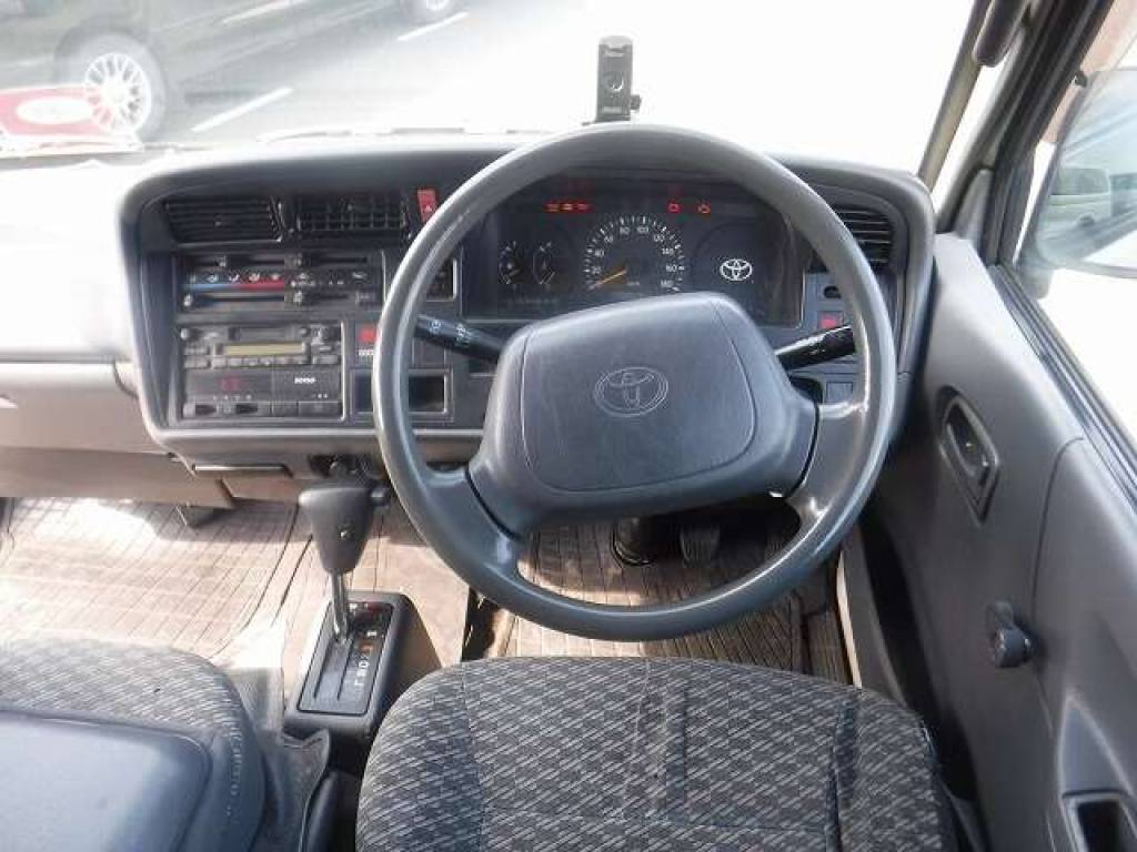 Used 2004 AT Toyota Hiace Van TRH112V Image[12]