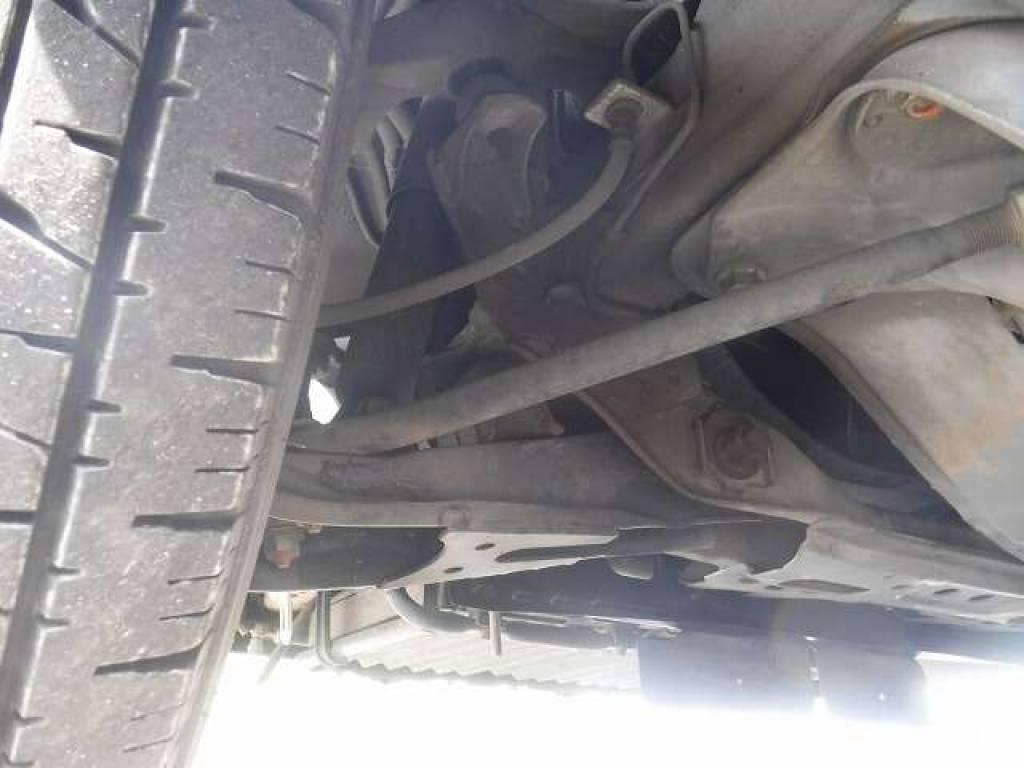 Used 2004 AT Toyota Hiace Van TRH112V Image[31]