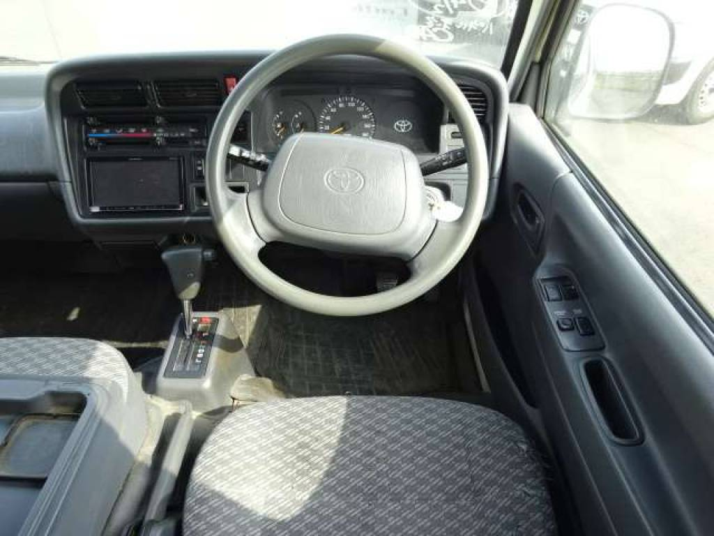 Used 2004 AT Toyota Hiace Van TRH112V Image[24]