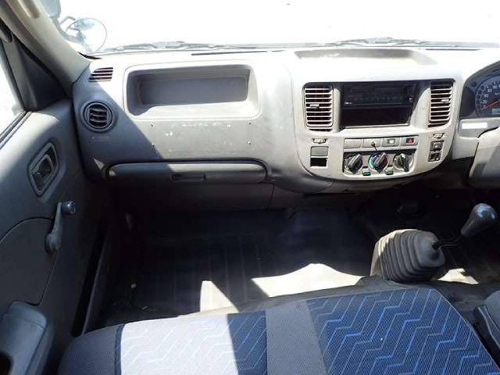 Used 2004 MT Nissan Caravan Van VPE25 Image[13]