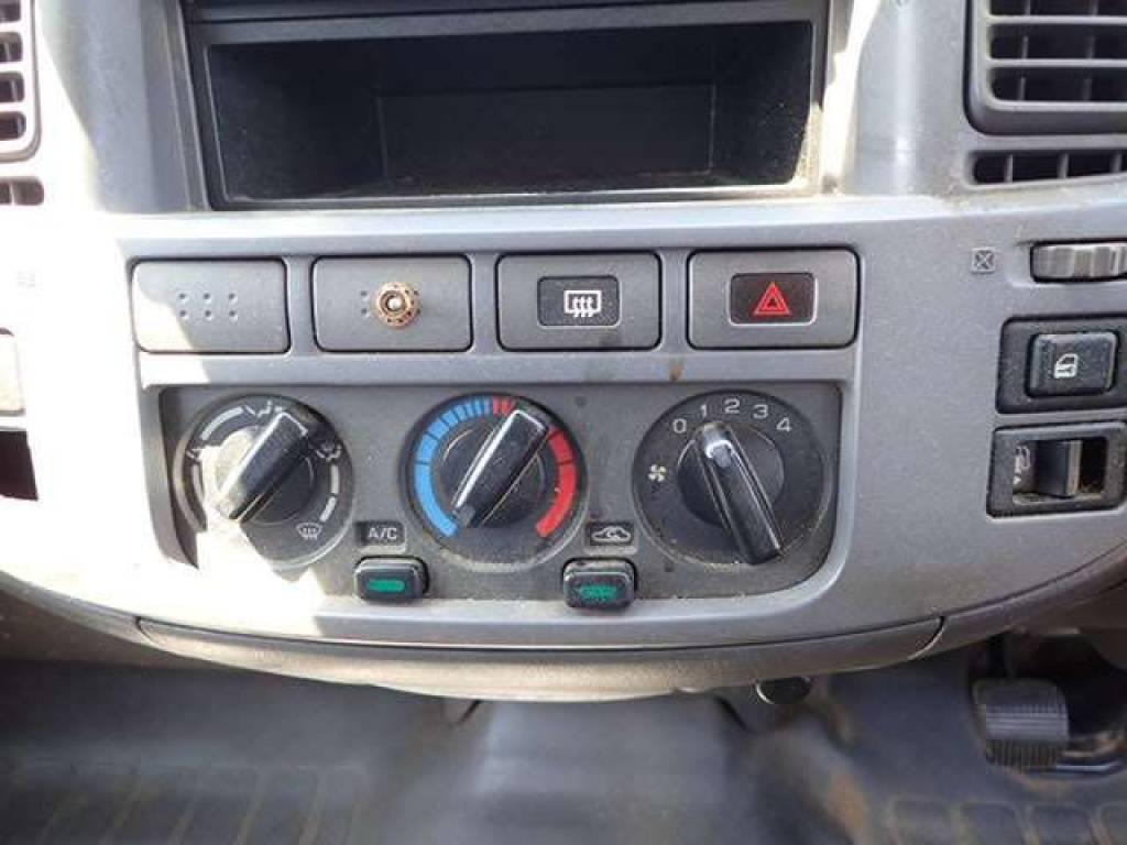 Used 2004 MT Nissan Caravan Van VPE25 Image[14]