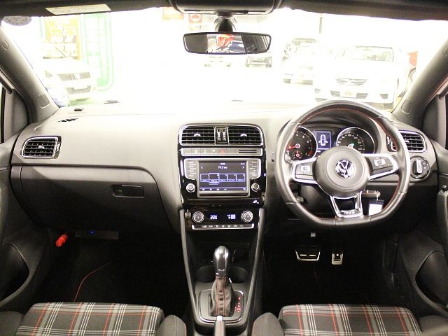 Used 2015 AT Volkswagen Polo ABA-6RDAJ Image[1]