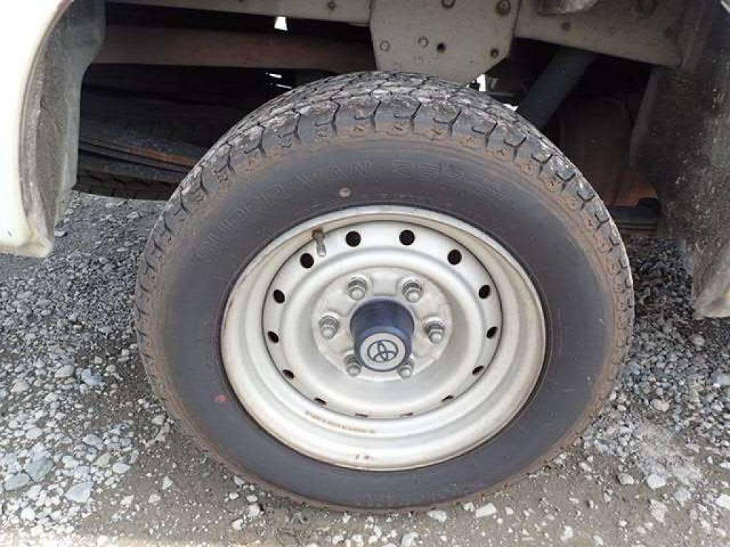 Used 2004 AT Toyota Hiace Van TRH112V Image[18]
