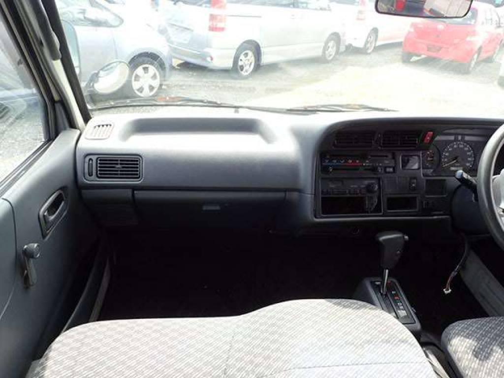 Used 2004 AT Toyota Hiace Van TRH112V Image[6]