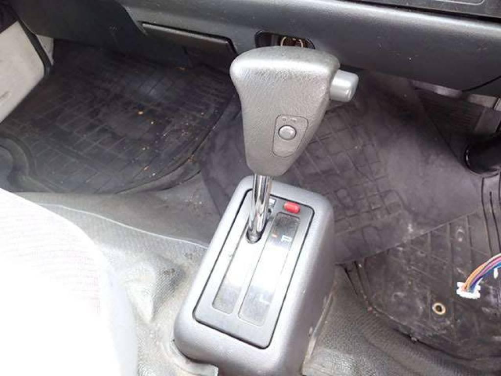 Used 2004 AT Toyota Hiace Van TRH112V Image[16]
