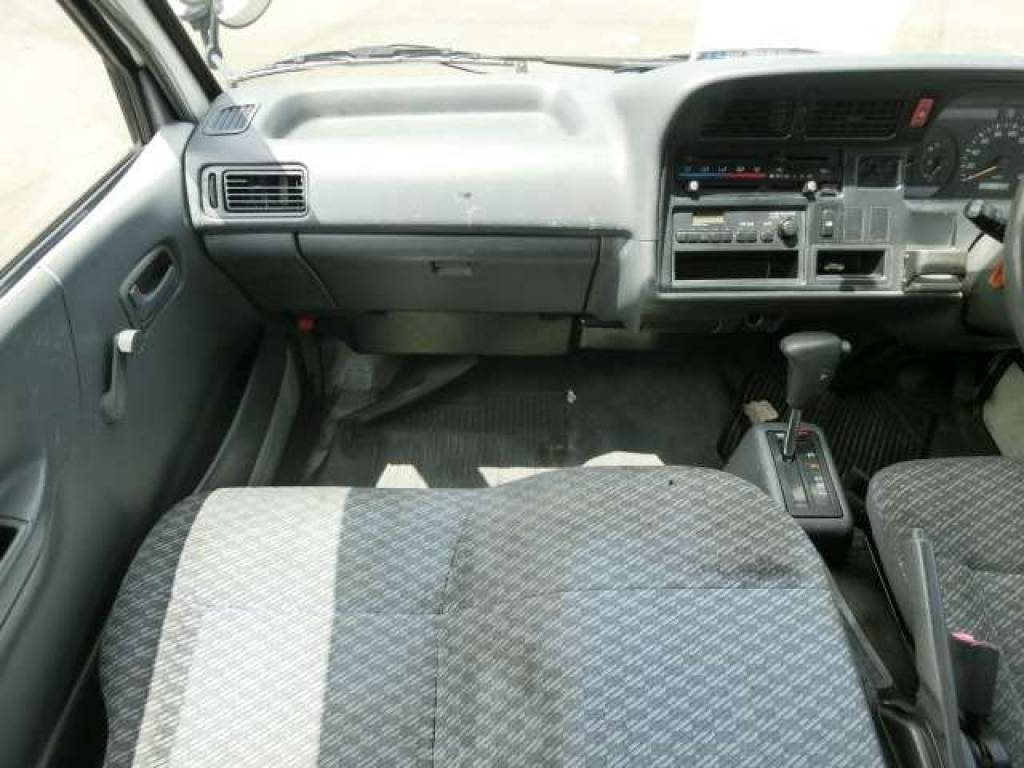 Used 2003 AT Toyota Hiace Van TRH112V Image[11]